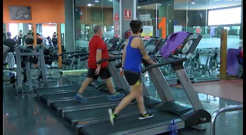 Los gimnasios hacen su agosto en enero sociedad for Gimnasio torrevieja